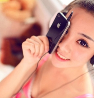 teenage-girl-sells-virginity-for-iphone